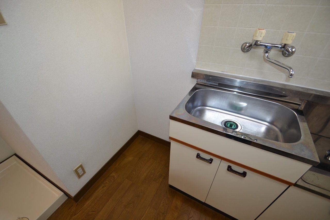 キッチンの隣に置けて便利です!