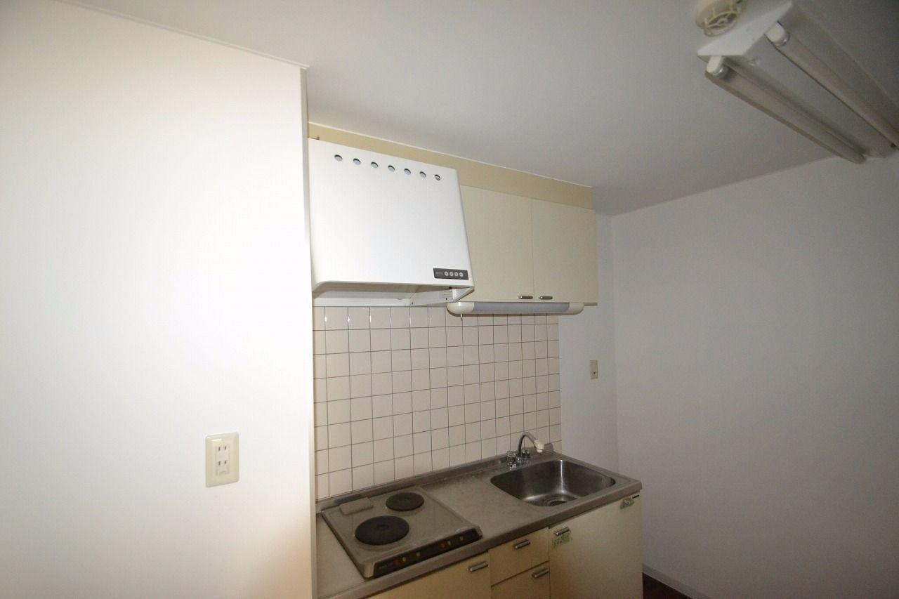 1Kマンションに設置されているようなキッチンです