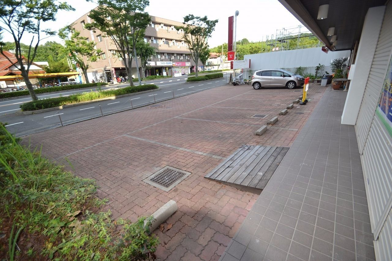 駐車場から歩道も確認できます