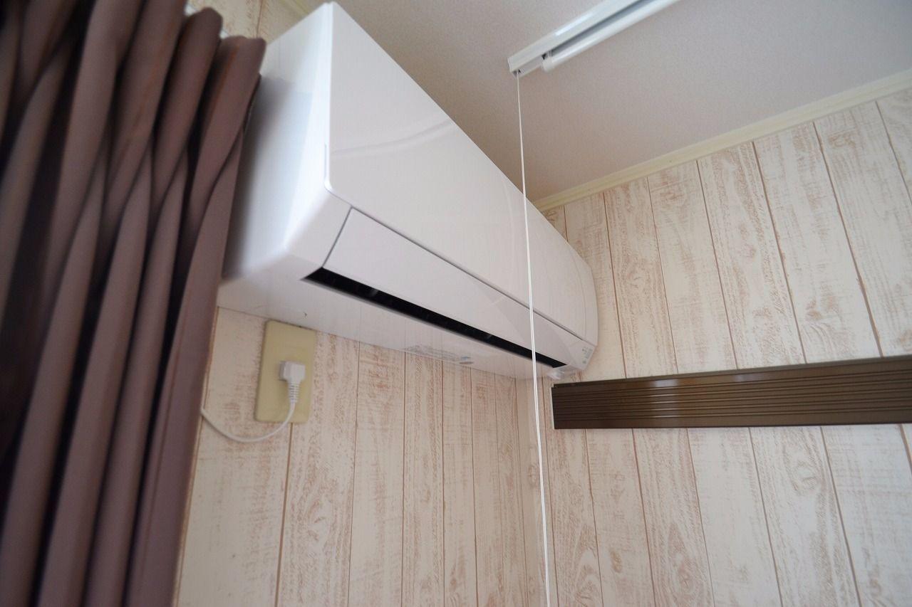 エアコンも新品にしました。室内物干しは新たに設置してます。
