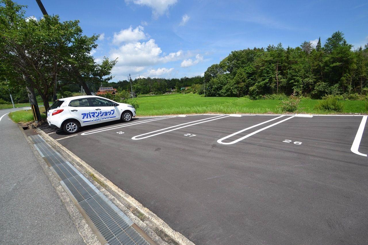 広くて駐車しやすいですよ♪