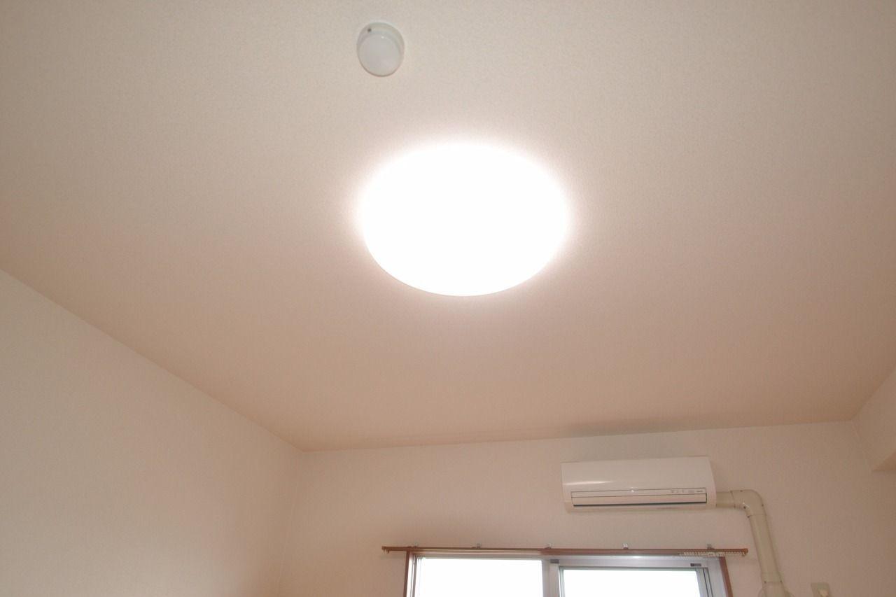 照明付のお部屋です。これで初期費用が少し減りますね♪