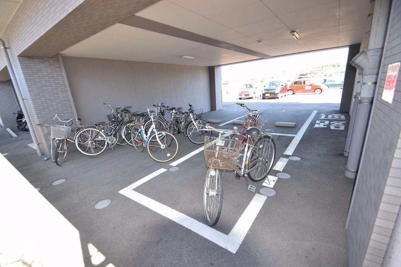 自転車専用駐輪場です。