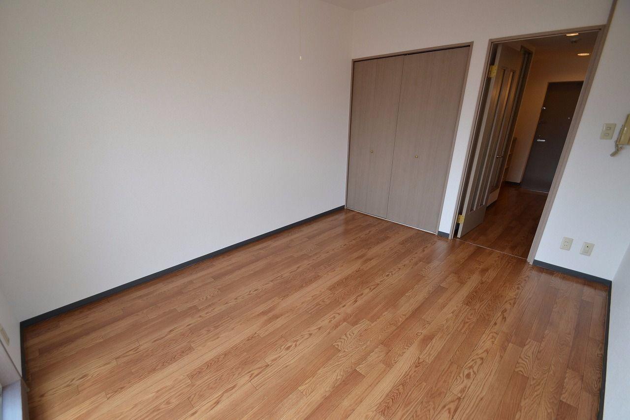 壁に家具を配置しやすい間取です。