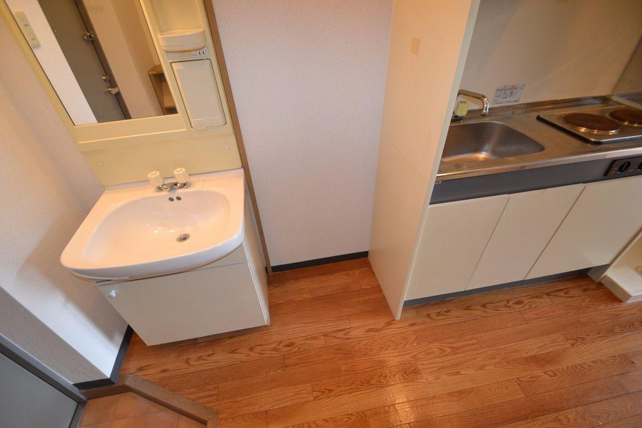 単身用冷蔵庫ならスッポリ設置できます♪