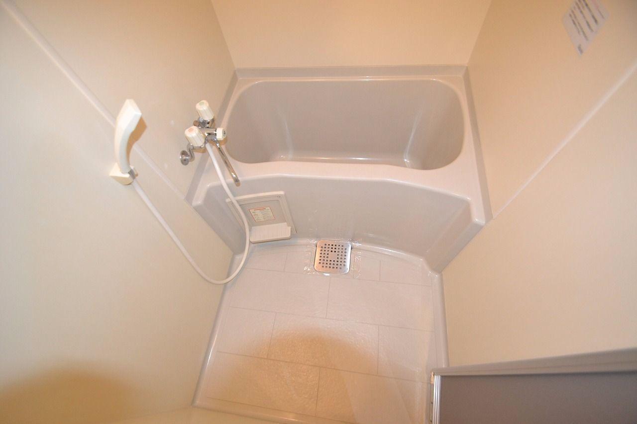 大きめな浴槽です♪