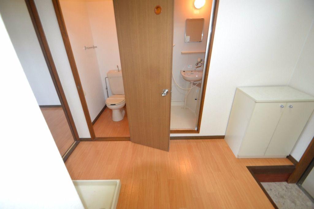 トイレと浴室は隣です。
