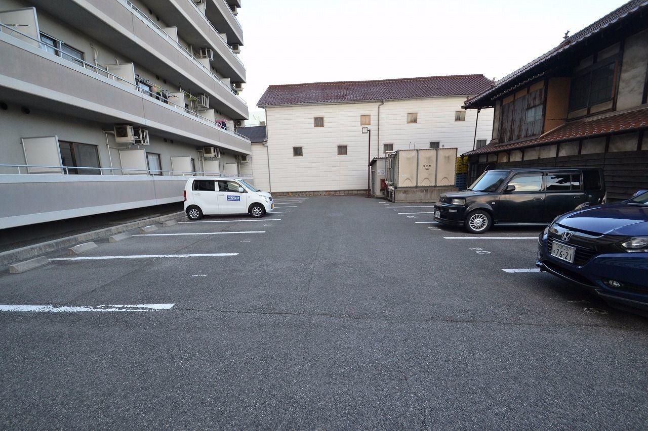 南側の駐車場です。