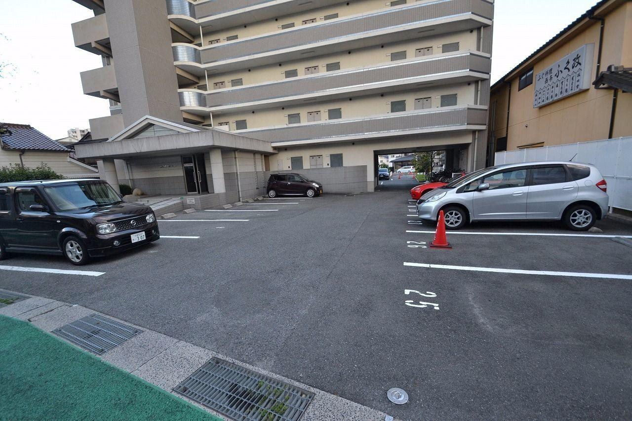 北側駐車場全体です。