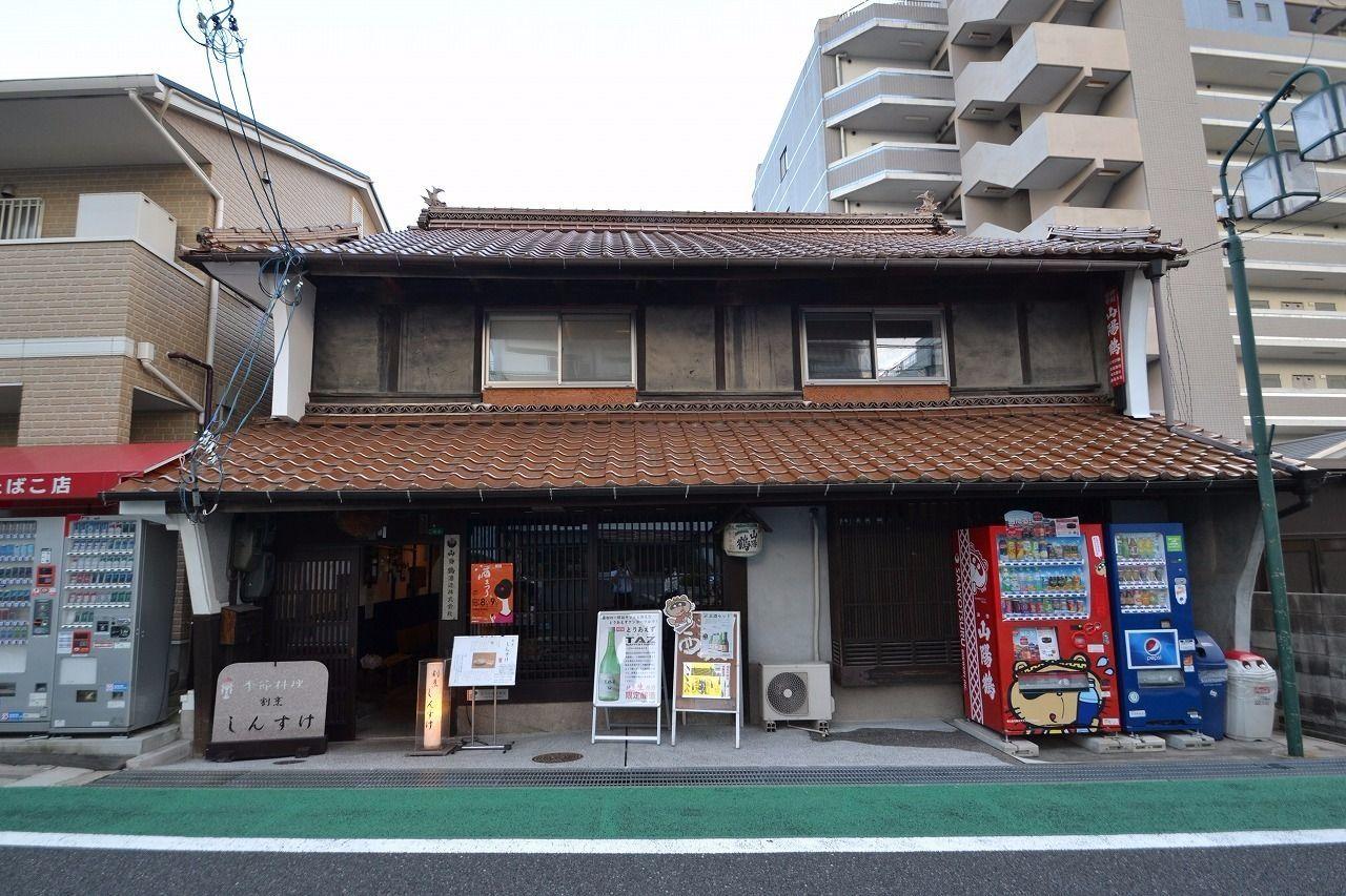 隣にある酒蔵が運営する料理屋です。雰囲気良いですよー!