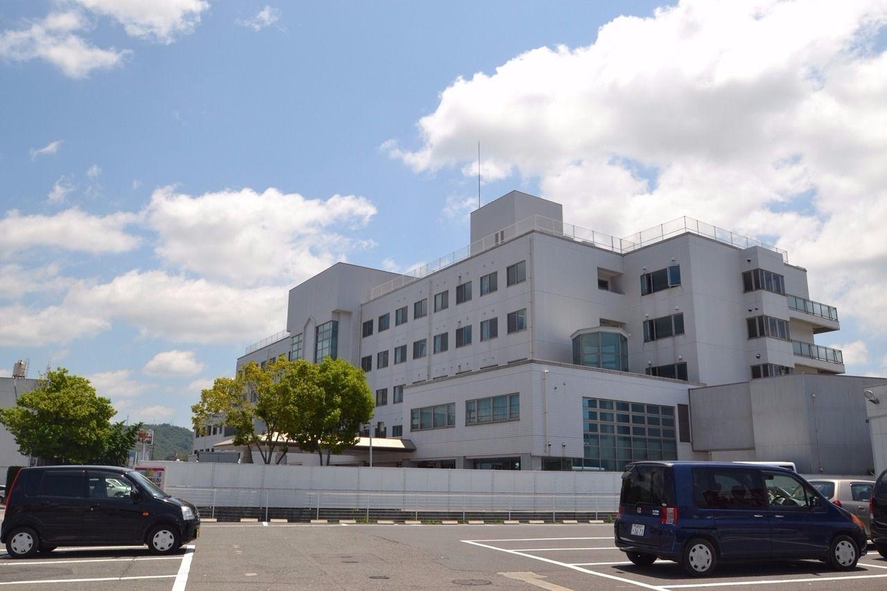 徒歩7分。地域の総合病院。