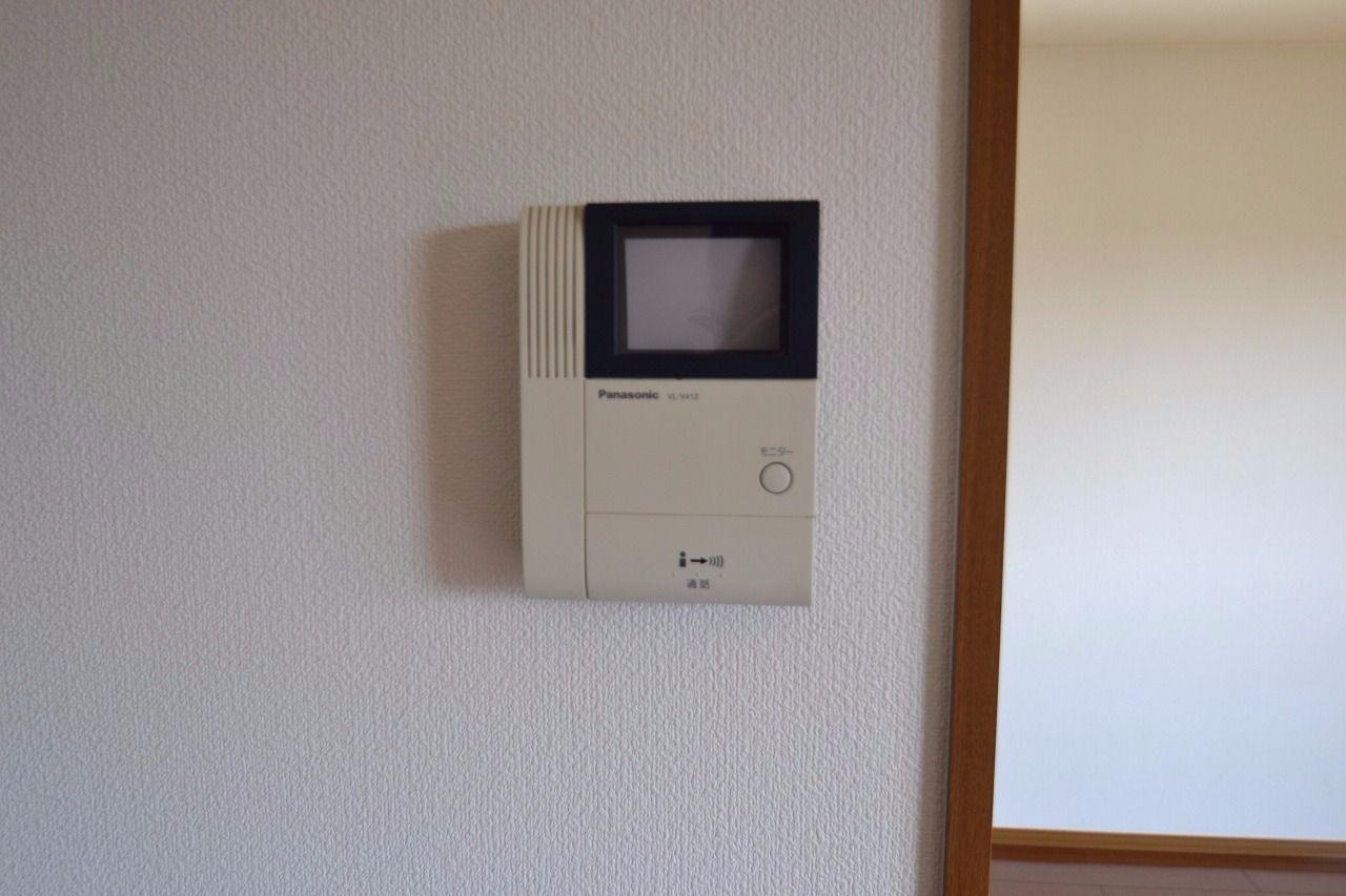 玄関前の人物を確認する事ができるセキュリティ設備。