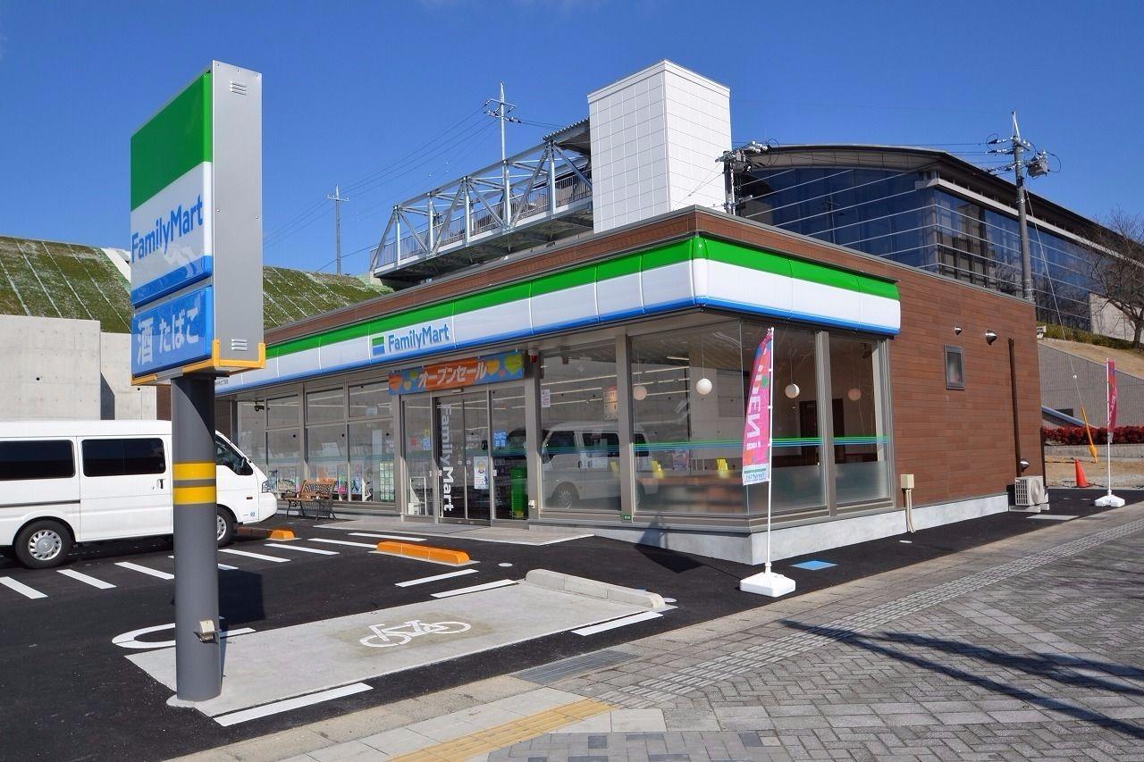 2017年に開店したコンビニ。駐車しやすいのが特徴。
