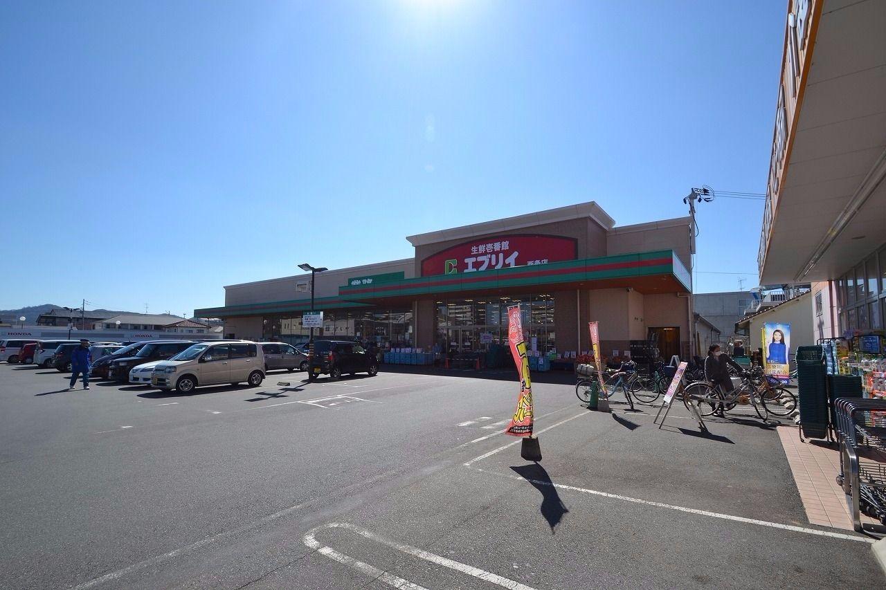 鮮度にこだわったスーパー。利用者も多く地域には欠かせないお店。