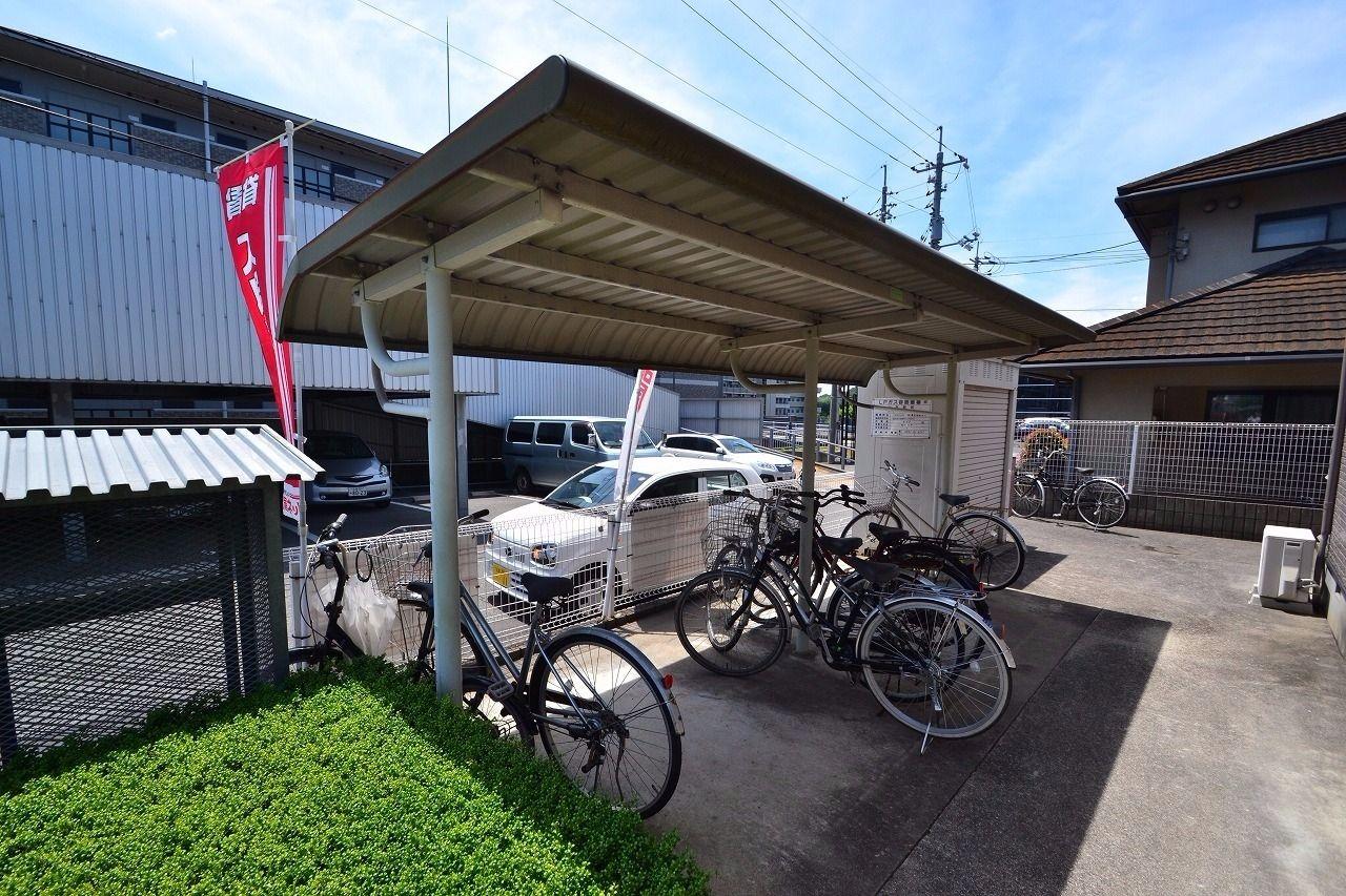 自転車等を置いてください。坂が多い地域ですので、原付があっても良いかも。