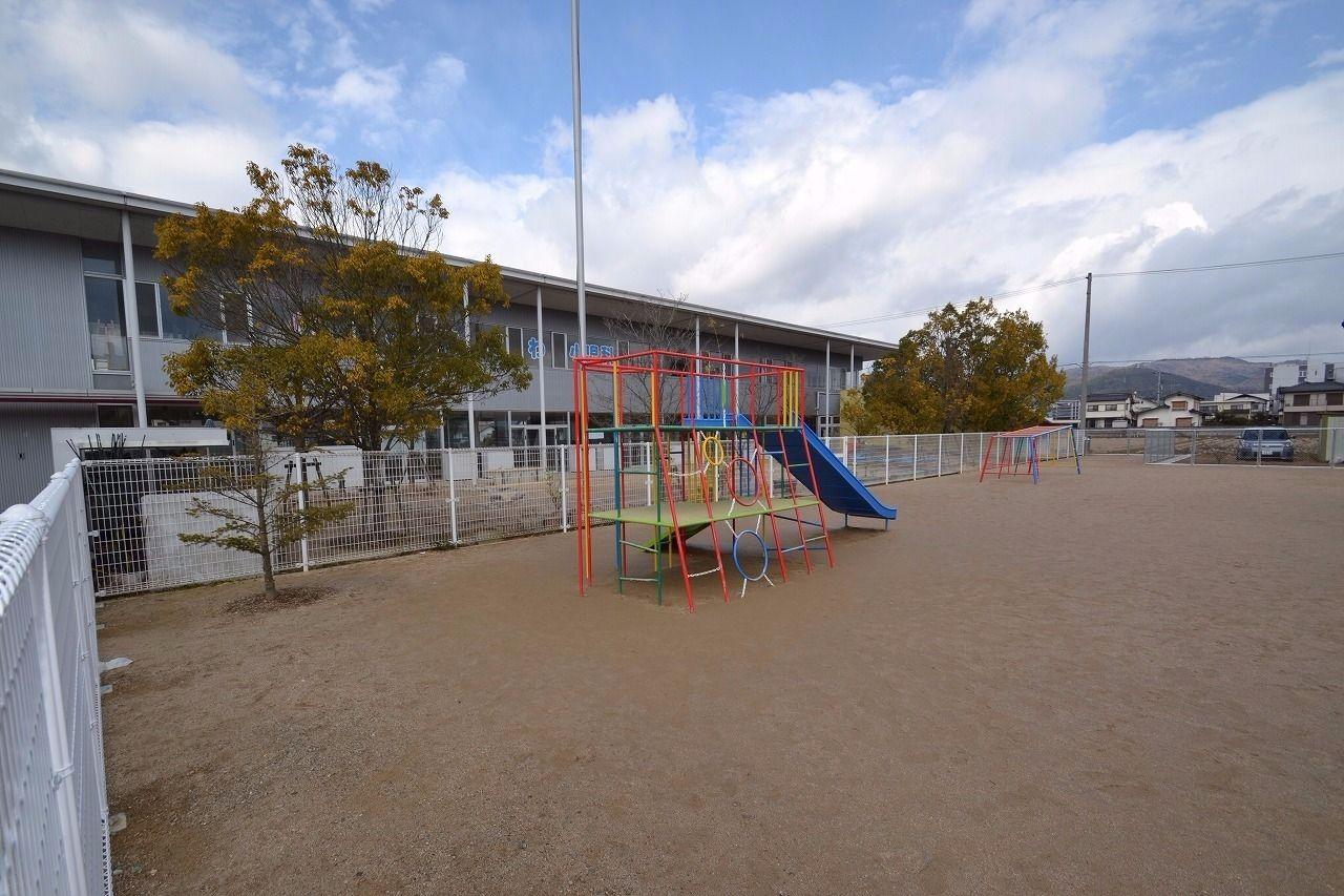 徒歩約11分。こまざわ小児科と同じ建物。