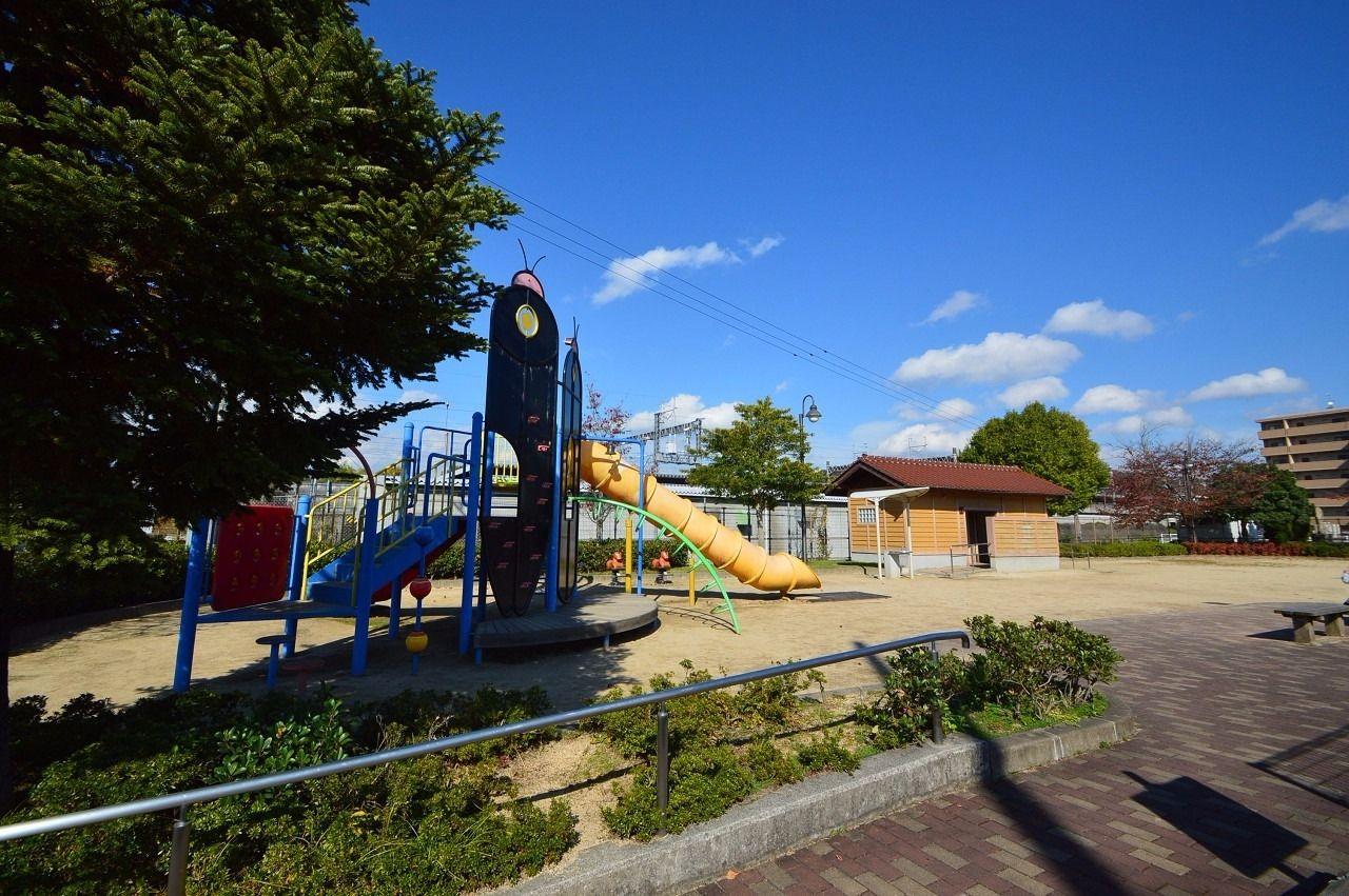 徒歩約3分。近場の公園。子供の遊び場に最適♪