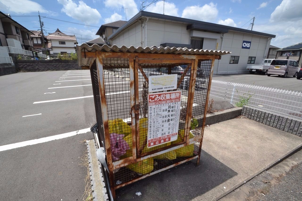 敷地内にゴミステーションがあるのでゴミ捨てが便利ですよ!