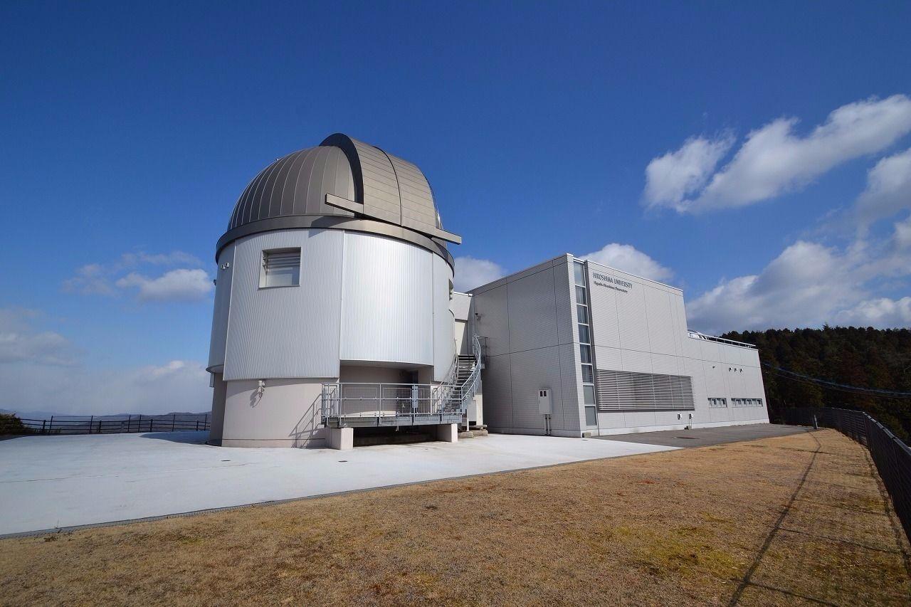 徒歩約39分。車で約8分。距離は約3.1キロメートル。広島大学が運営する天文台。近くには福成寺というお寺もある。
